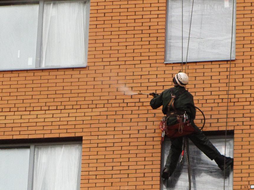 Чистка фасадов: какие способы использовать?